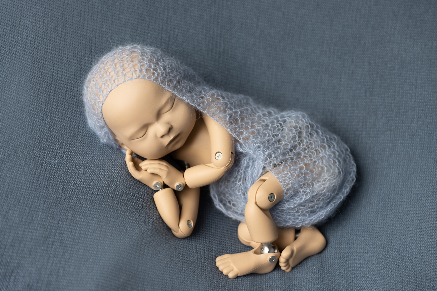 Newborn posing, Sidepose