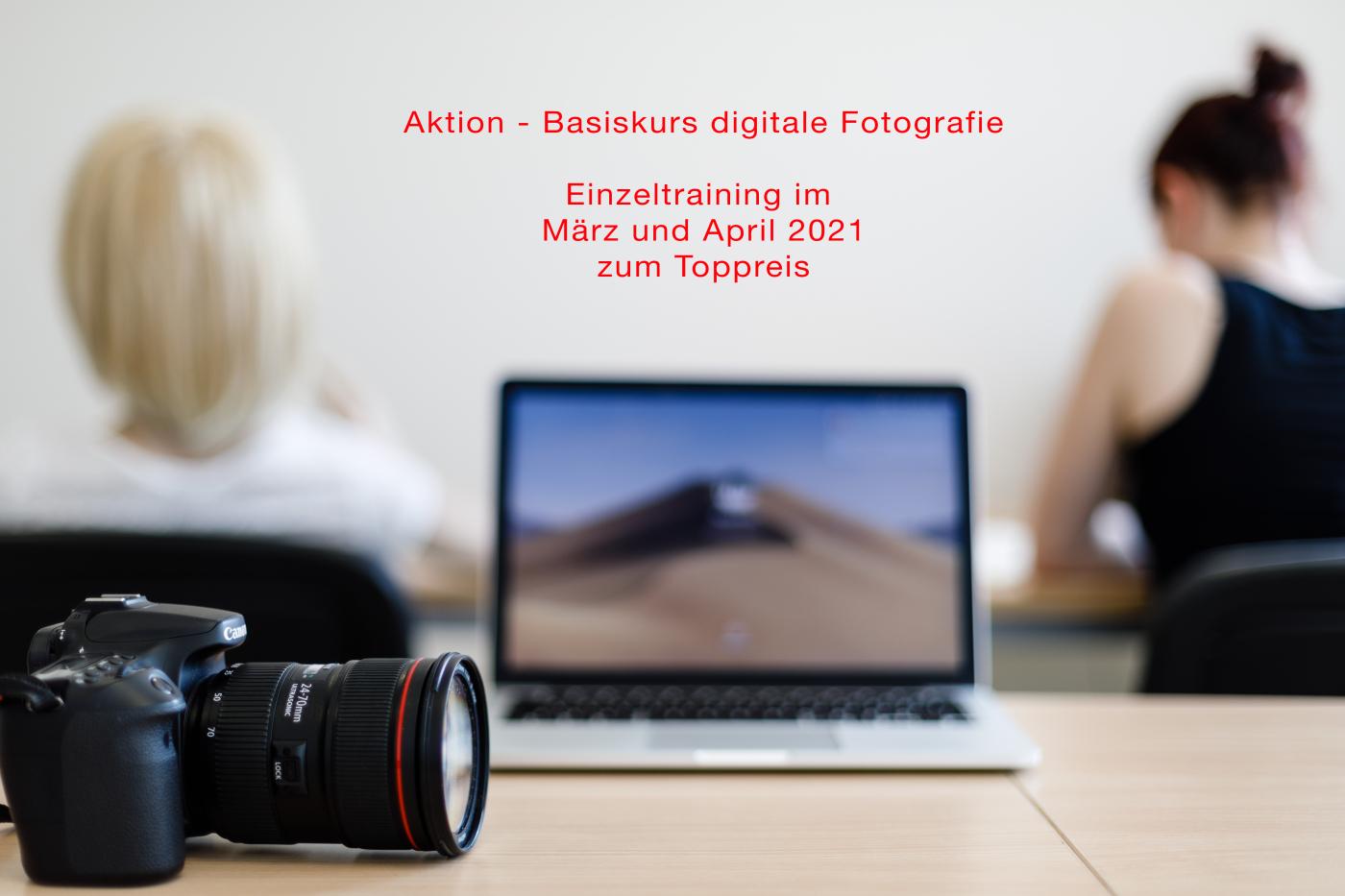 hier sieht man eine Kamera,einen Laptop, und Menschen beim Lernen in einem Seminarraum